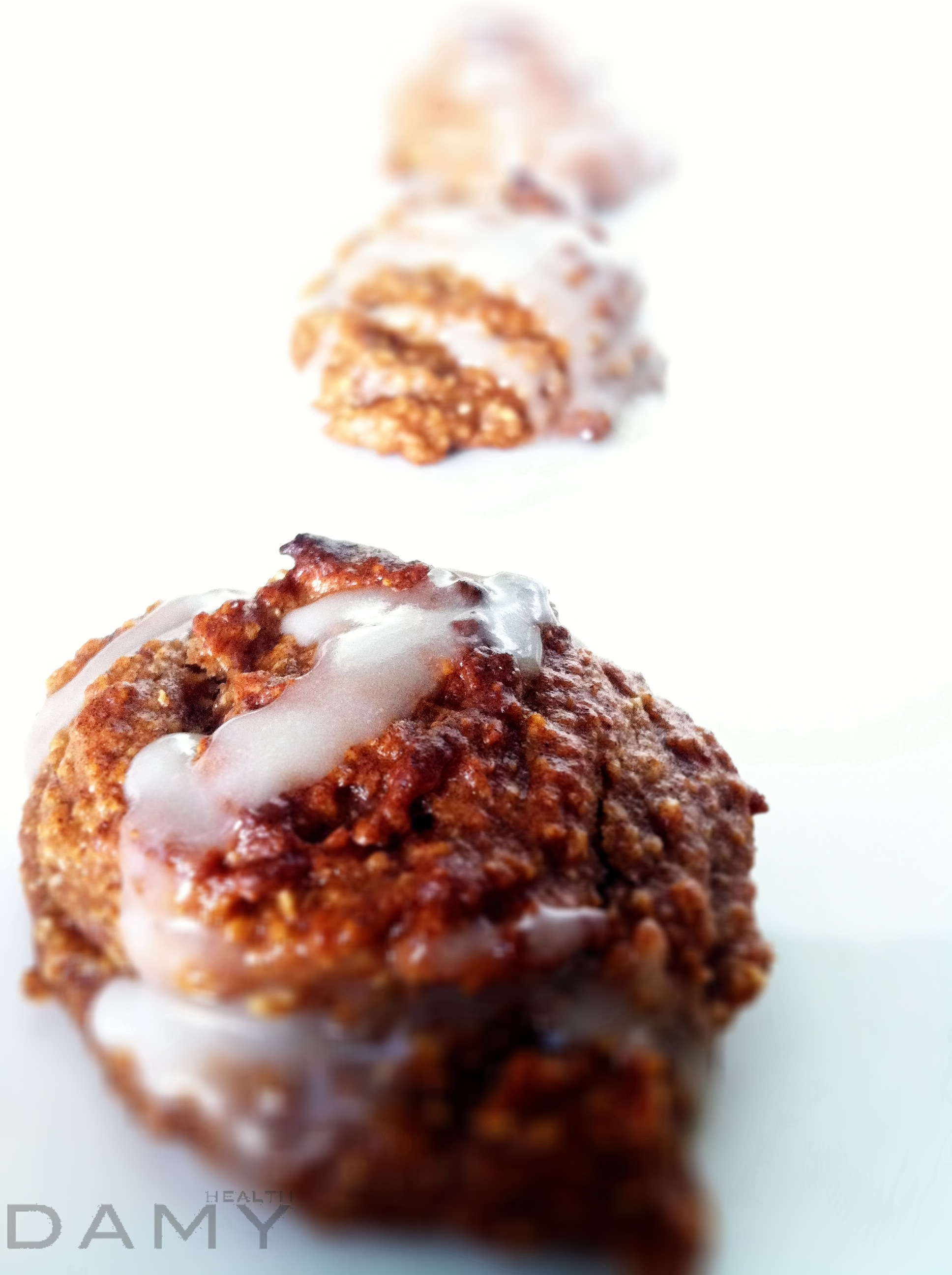 Healthy cinnamon bun cookies