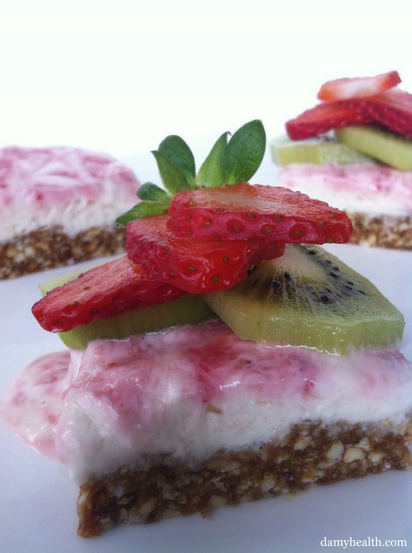 Skinny Strawberry Kiwi Cheesecake Bites