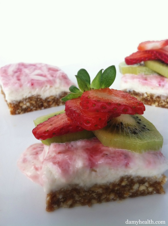 Skinny Strawberry Kiwi Cheesecake Squares