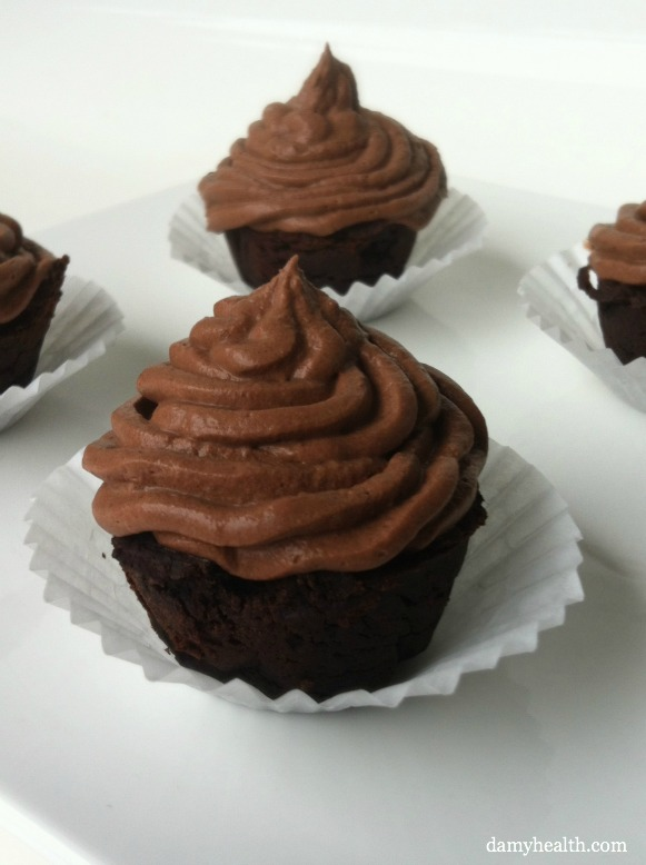 Clean eating chocolate mousse cupcakes
