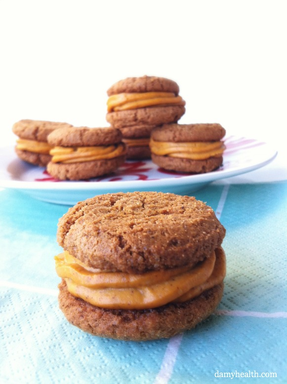 Ginger Snap Cookies with Pumpkin Cheesecake Buttercream (Vegan) | DAMY ...