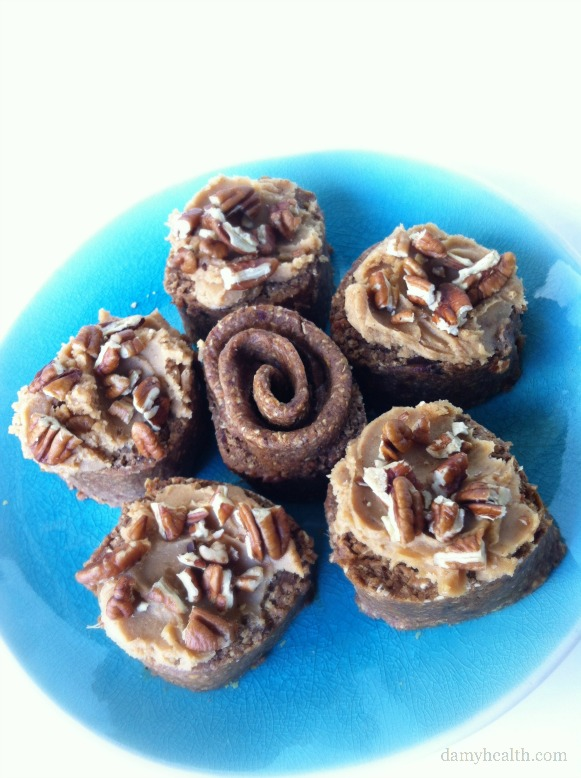 Healthy Raw Cinnamon Buns
